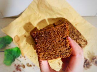 红枣蛋糕,预热160度烤40分钟