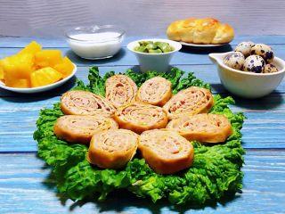 豆皮蒸肉卷,水果和牛奶是早餐必备的营养食品