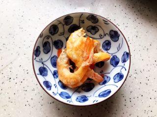 青菜口蘑虾干汤,虾干去头去壳