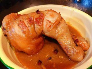 红烧鸡腿,炖至汤汁收干即可出锅享用