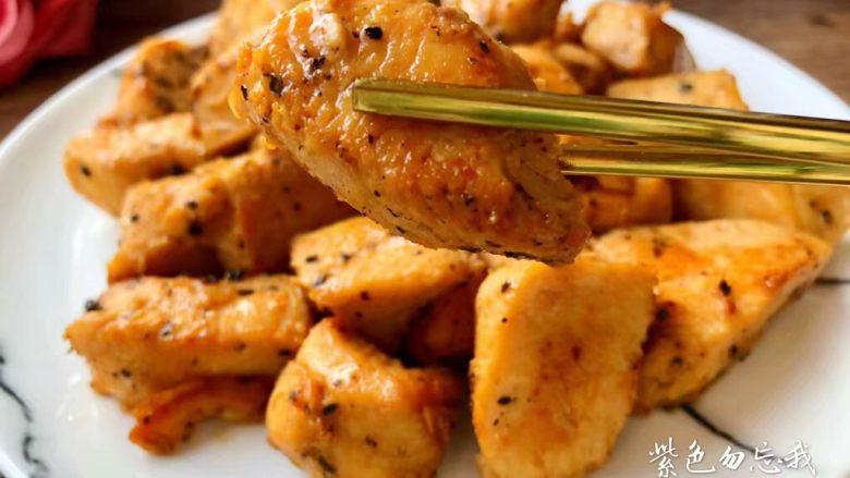 黑胡椒鸡块,香嫩美味的黑胡椒鸡块做好了,特别好吃哦,喜欢大宝宝赶紧收藏吧。