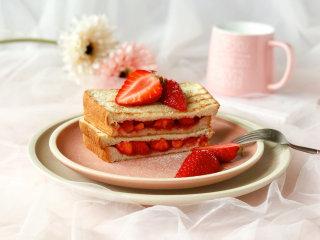 少女心爆棚的草莓三明治,甜甜蜜蜜超好吃