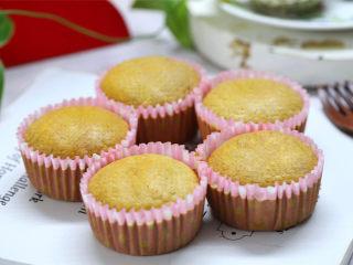 黑芝麻米粉杯子蛋糕