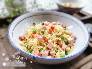 火腿豌豆蛋炒饭