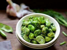 蚕豆与什么搭配最好吃?春天的蚕豆就该和春天的茴香一起炒!