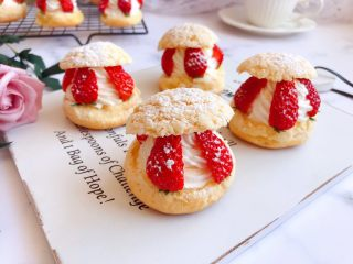 网红草莓脆皮泡芙