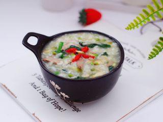 生滚槐花猪肝粥,明目清肝又营养丰富的生滚槐花猪肝粥就出锅咯。