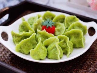 槐花韭菜翠玉饺子,鲜香可口又营养丰富的槐花韭菜翠玉饺子出锅咯。