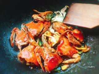 姜葱炒螃蟹,翻炒均匀