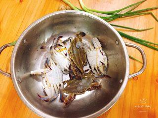 姜葱炒螃蟹,准备好食材,