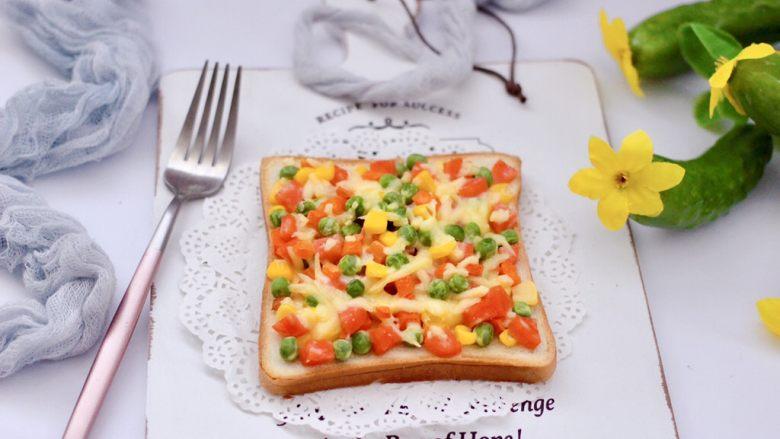 田园时蔬吐司披萨