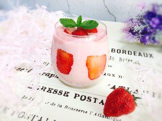 高颜值~草莓奶昔
