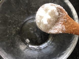 鸡丝凉面,调酱汁:半勺糖