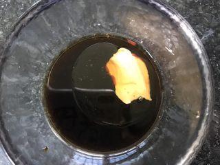 鸡丝凉面,加一点花生酱拌匀