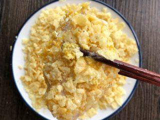 薯片鸡翅,裹上自己喜欢的薯片,全部做好放烤网上
