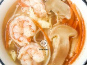 视频|鲜虾松茸菌菇汤|牛佤松茸食谱