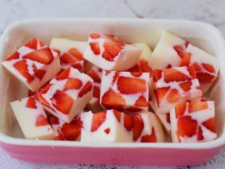 酸奶草莓冻,成品图