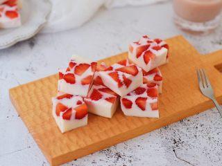 酸奶草莓冻,图二
