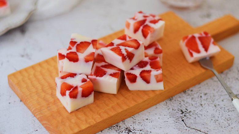 酸奶草莓冻
