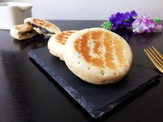 香甜好吃的芝麻糖馅饼,香甜好吃的芝麻糖馅饼出锅!