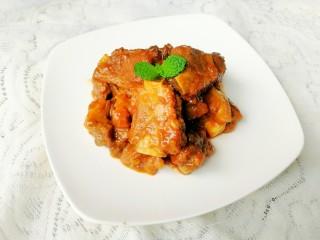 李子炖排骨,很开胃的一道菜,值得大家试试哦