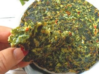 煎海藻鸡蛋饼,鲜香美味的海藻鸡蛋饼好吃哦