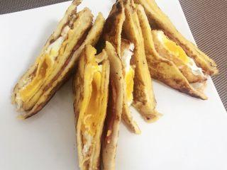 快手早餐,摆成任意你喜欢的样子,搭配上沙拉,果汁,美味营养早餐就做好了…用饭香唤醒爱的人…吃饱喝足元气满满的去上班上学……👻