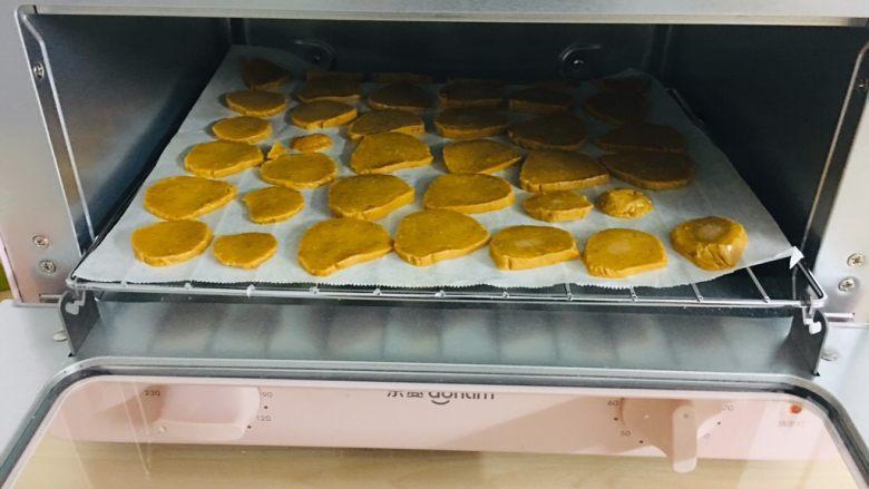 枸杞红枣饼干,上下火230度8分钟。