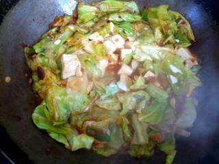 包菜烧豆腐,放入淀粉汁