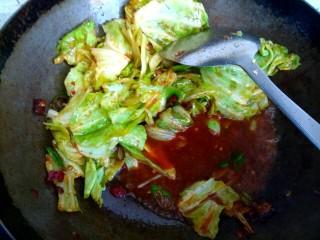 包菜烧豆腐,加入半碗清水