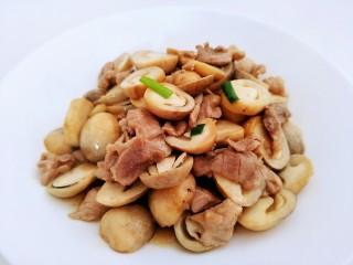 草菇炒肉,成品图