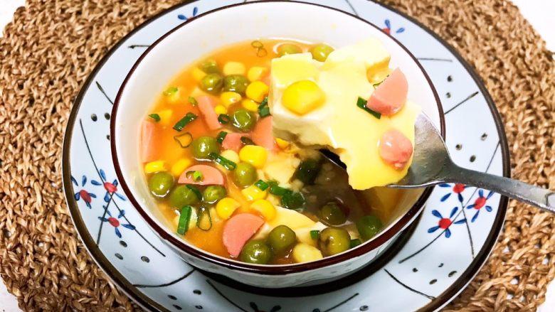 什锦蛋蒸豆腐,什锦蛋蒸豆腐又嫩又滑,营养丰富,非常好吃,早餐或者宵夜都可以~