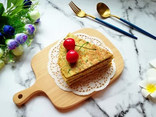 蒜苔尖鸡蛋饼,早餐晚餐吃都合适。
