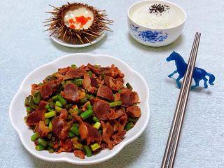 蒜苔辣炒鸡胗,下饭菜搭配一碗米饭和海胆蒸蛋羹就美极了