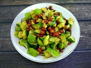 花生米拌黄瓜,成品图,喜欢吃辣的可以多放点老干妈或者红油