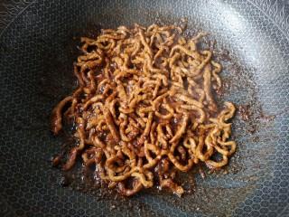 京酱肉丝,大火翻炒均匀。