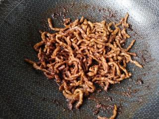 京酱肉丝,收汁即可(也可根据个人喜好加点水淀粉收汁)。