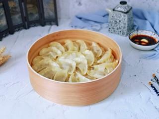 葱香鲜肉蒸饺,皮特别好吃,全家从此爱上了蒸饺。