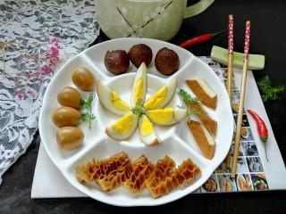 卤味拼盘,拍上成品图,一盘美味又营养的卤味拼盘就完成了,让我们远离油烟又吃的健康。