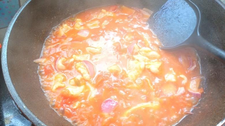 番茄龙利鱼,下入鱼片,滑散