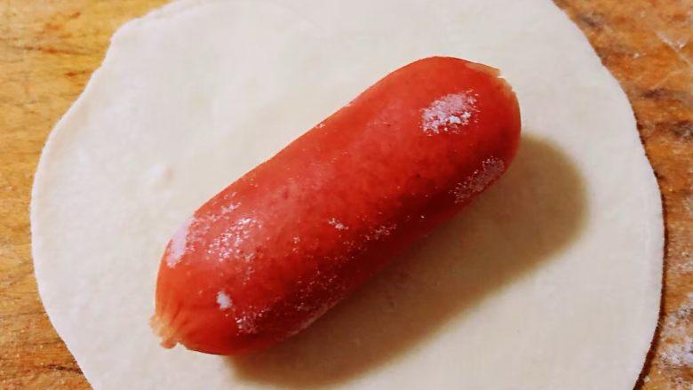 糖果肠饺,宝宝肠放在饺子皮中间