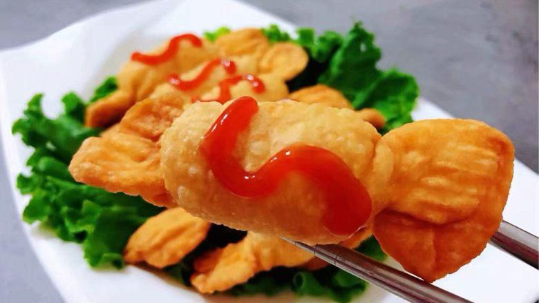 糖果肠饺,淋上适量的<a style='color:red;display:inline-block;' href='/shicai/ 753'>番茄沙司</a>吃起来口感别有一番滋味