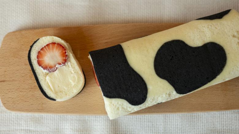 草莓牛乳奶冻卷
