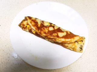 香甜软糯的什锦糯米卷,趁热把糯米饼卷起来