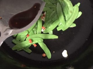 素炒荷兰豆,加适量生抽