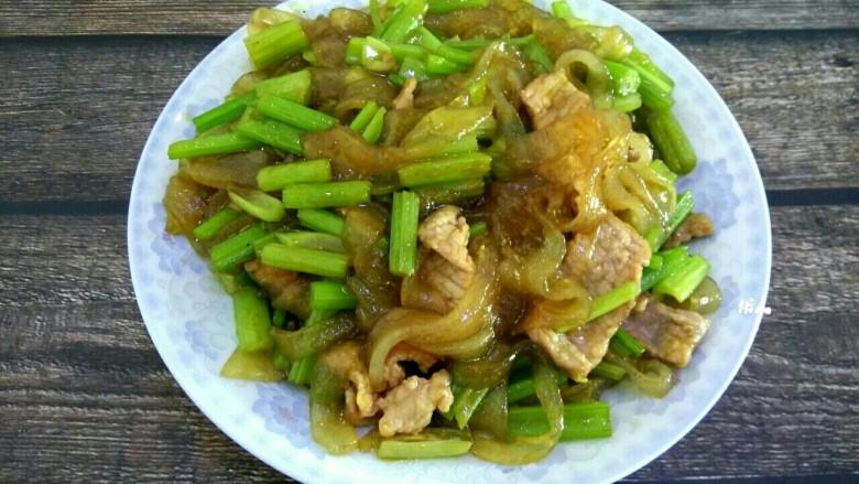芹菜肉片炒粉条