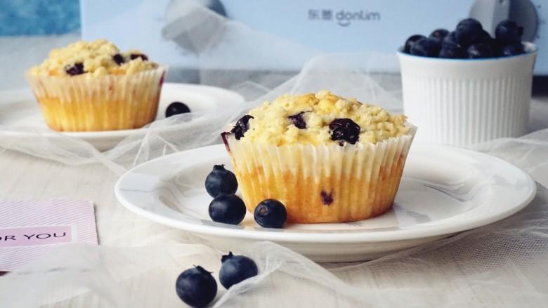 金酥粒蓝莓爆浆蛋糕
