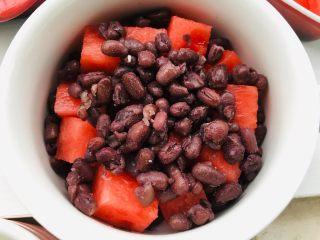 红豆牛奶西瓜冰,再一层红豆。