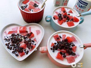 红豆牛奶西瓜冰,一家四口刚好^_^
