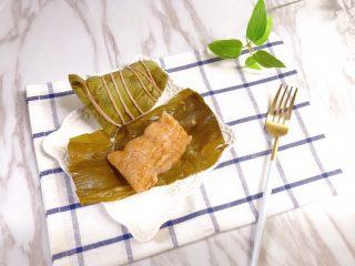 瑶柱咸蛋黄鲜肉粽,煮熟后立马试吃了一个